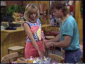 Jane Harris, Mike Young  in Neighbours Episode 0432