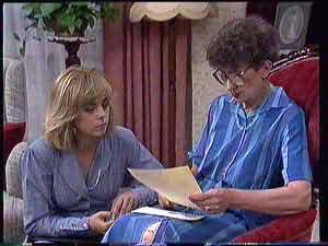 Jane Harris, Nell Mangel  in Neighbours Episode 0432