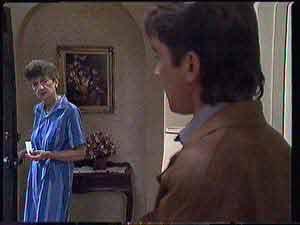 Nell Mangel, Derek Morris  in Neighbours Episode 0432