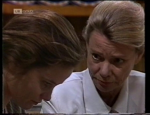 Julie Robinson, Helen Daniels in Neighbours Episode 1852