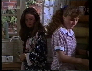 Julie Robinson, Debbie Martin in Neighbours Episode 1852