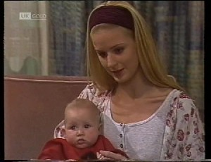 Phoebe Bright, Hope Gottlieb in Neighbours Episode 1942