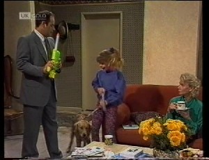 Philip Martin, Holly, Hannah Martin, Helen Daniels in Neighbours Episode 1942