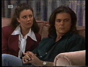 Gaby Willis, Wayne Duncan in Neighbours Episode 1942