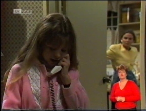 Hannah Martin, Julie Robinson in Neighbours Episode 1972