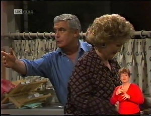 Lou Carpenter, Cheryl Stark in Neighbours Episode 1972