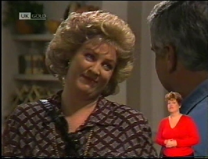 Cheryl Stark, Lou Carpenter in Neighbours Episode 1972