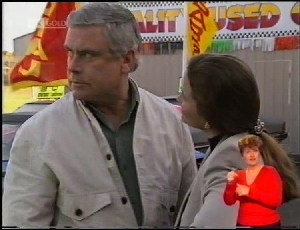Lou Carpenter, Julie Robinson in Neighbours Episode 1972