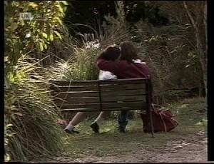 Louise Barker, Darren Stark in Neighbours Episode 1981