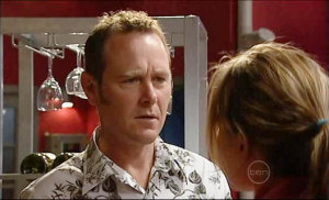 Max Hoyland, Steph Scully in Neighbours Episode 5032