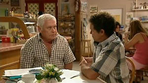Lou Carpenter, Tom Scully in Neighbours Episode 5203