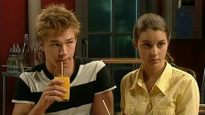 Ringo Brown, Louise Carpenter (Lolly) in Neighbours Episode 5208