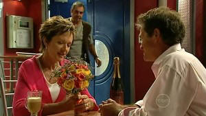 Susan Kennedy, Karl Kennedy, Tom Scully in Neighbours Episode 5213