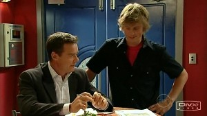 Paul Robinson, Fox in Neighbours Episode 5214