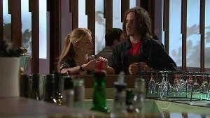 Elle Robinson, Riley Parker in Neighbours Episode 5292