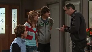 Susan Kennedy, Rachel Kinski, Zeke Kinski, Karl Kennedy in Neighbours Episode 5306
