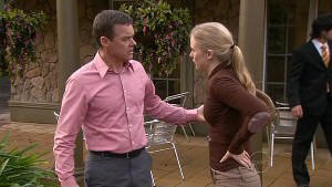 Paul Robinson, Elle Robinson in Neighbours Episode 5311