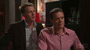 Oliver Barnes, Paul Robinson in Neighbours Episode 5315