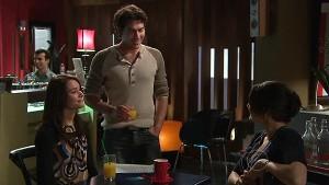 Carmella Cammeniti, Marco Silvani, Rosie Cammeniti in Neighbours Episode 5325