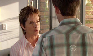 Susan Kennedy, Angus Henderson in Neighbours Episode 5382