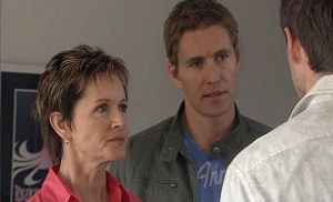 Susan Kennedy, Dan Fitzgerald, Angus Henderson in Neighbours Episode 5383