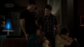 Frazer Yeats, Marco Silvani, Rosie Cammeniti, Carmella Cammeniti, Chloe Cammeniti in Neighbours Episode 5394