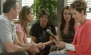 Karl Kennedy, Rachel Kinski, Zeke Kinski, Libby Kennedy, Susan Kennedy in Neighbours Episode 5399