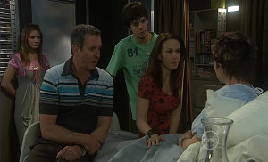 Rachel Kinski, Karl Kennedy, Zeke Kinski, Libby Kennedy, Susan Kennedy in Neighbours Episode 5400