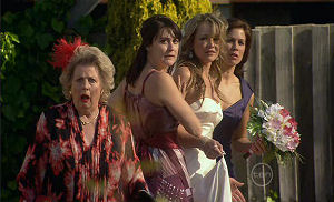 Valda Sheergold, Rosie Cammeniti, Steph Scully, Rebecca Napier in Neighbours Episode 5400