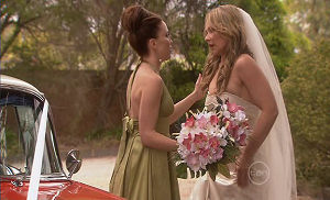 Libby Kennedy, Steph Scully in Neighbours Episode 5400
