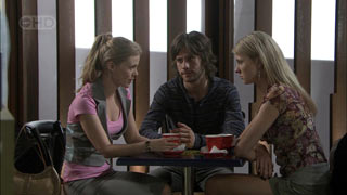 Elle Robinson, Riley Parker, Heather Pryor in Neighbours Episode 5415