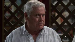Lou Carpenter in Neighbours Episode 5415