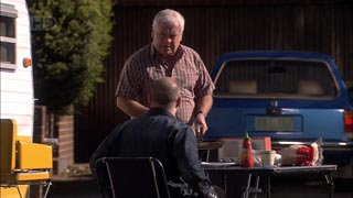 Steve Parker, Lou Carpenter in Neighbours Episode 5417