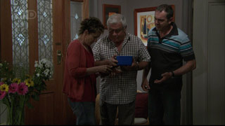 Susan Kennedy, Lou Carpenter, Karl Kennedy in Neighbours Episode 5420