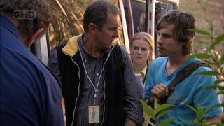 Karl Kennedy, Elle Robinson, Riley Parker in Neighbours Episode 5423