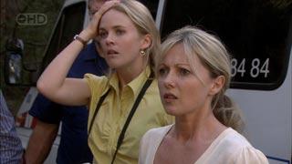 Elle Robinson, Samantha Fitzgerald in Neighbours Episode 5423