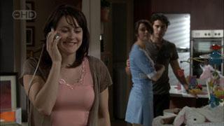 Rosie Cammeniti, Carmella Cammeniti, Marco Silvani in Neighbours Episode 5424