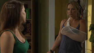 Libby Kennedy, Steph Scully in Neighbours Episode 5427