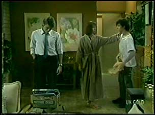 Shane Ramsay, Maria Ramsay, Danny Ramsay in Neighbours Episode 0082