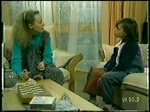 Wendy Gibson, Lucy Robinson in Neighbours Episode 0082