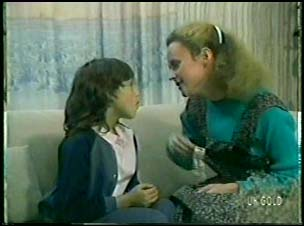 Lucy Robinson, Wendy Gibson in Neighbours Episode 0082