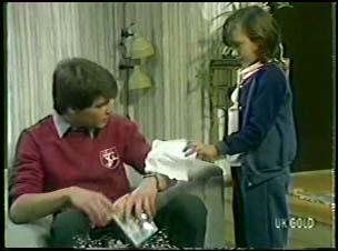Scott Robinson, Lucy Robinson in Neighbours Episode 0082