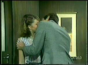 Julie Robinson, Philip Martin in Neighbours Episode 0082