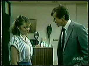 Julie Robinson, Philip Martin in Neighbours Episode 0083