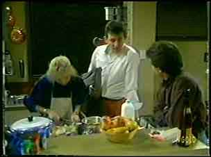 Terry Inglis, Des Clarke, Paul Robinson in Neighbours Episode 0084