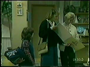 Lucy Robinson, Julie Robinson, Helen Daniels in Neighbours Episode 0085