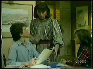 Danny Ramsay, Maria Ramsay, Lucy Robinson in Neighbours Episode 0085