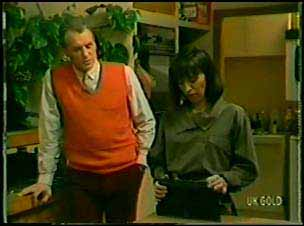 Jim Robinson, Maria Ramsay in Neighbours Episode 0088