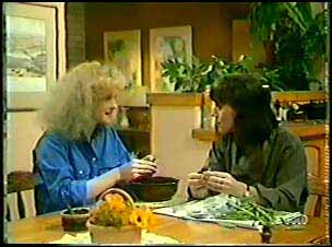 Wendy Gibson, Maria Ramsay in Neighbours Episode 0088