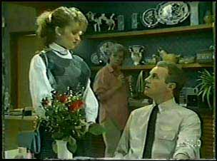 Julie Robinson, Helen Daniels, Jim Robinson in Neighbours Episode 0088